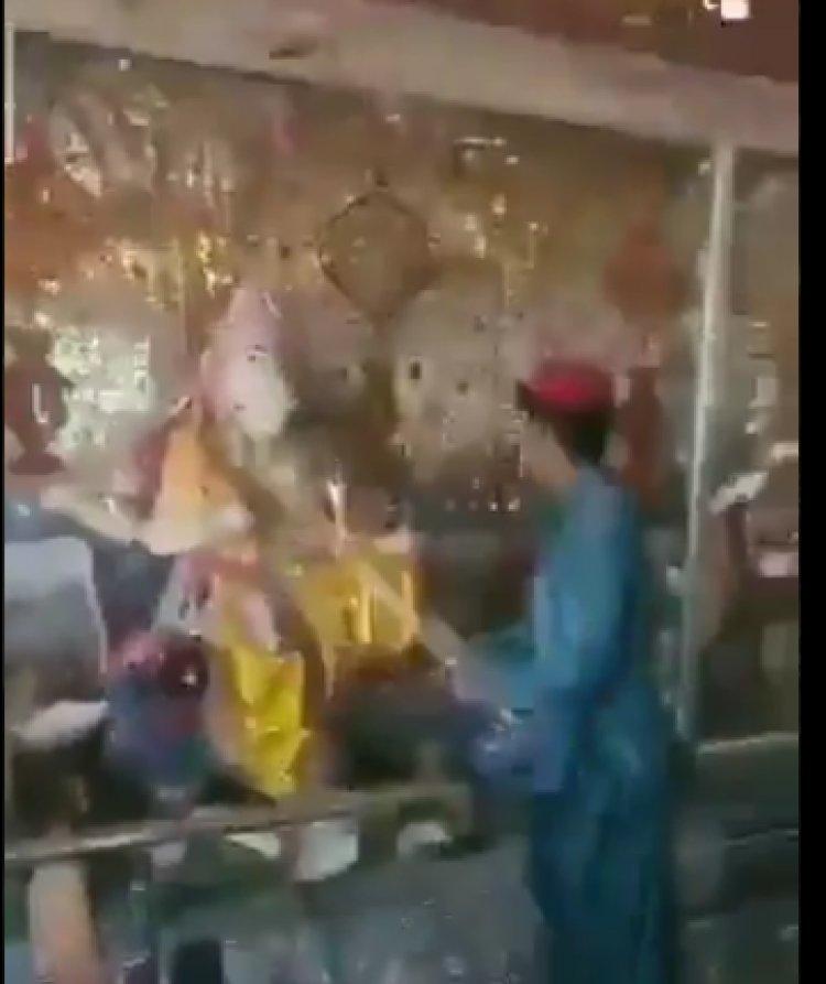 पाकिस्तान में कट्टरपंथियों ने एक और मंदिर को तोड़ा, वीडियो वायरल