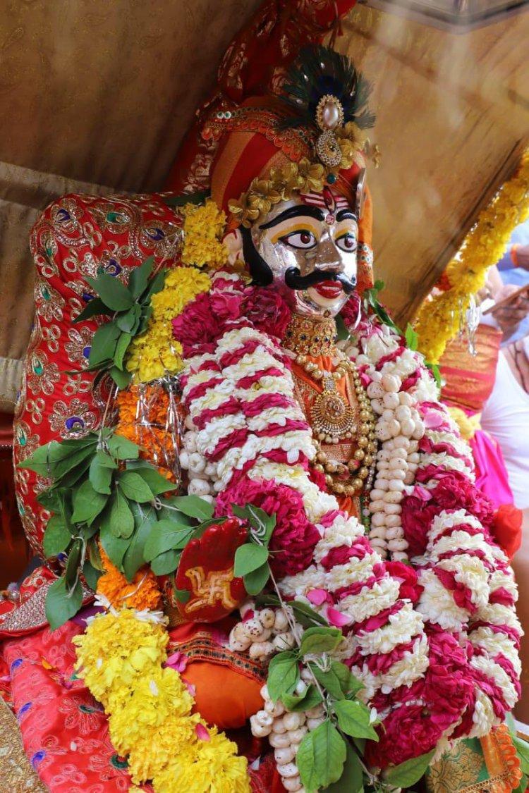 भाद्रपद के दूसरे सोमवार को भगवान श्री महाकालेश्वर ने भक्तों को दो रूपों में दर्शन दिये