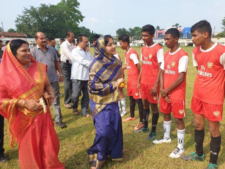 स्वामी विवेकानंद जिला स्तरीय ओपन लीग फुटबॉल टूर्नामेंट का हुआ शुभारम्भ