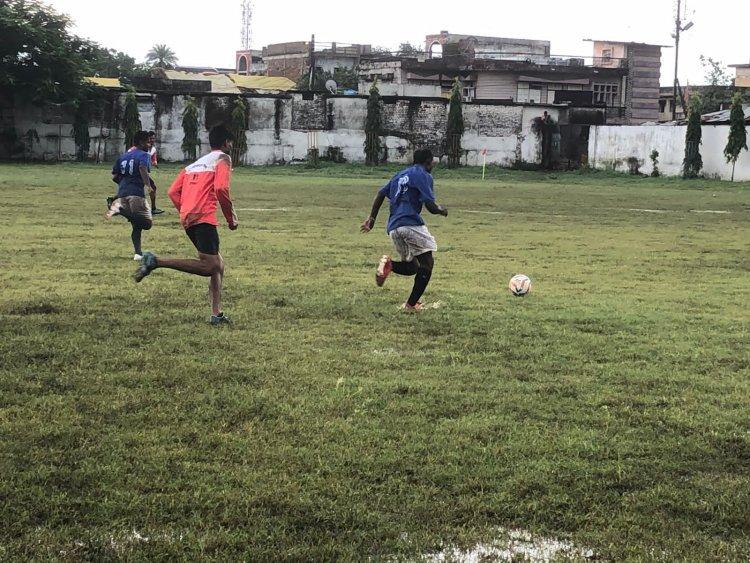 नर्मदा स्पोर्ट्स क्लब ने मुगदरा को दी 5 / 0 से मात
