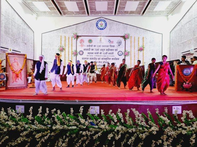 रानी दुर्गावती विश्वविद्यालय में मंडला के छात्रों के नृत्य ने लूट ली महफ़िल