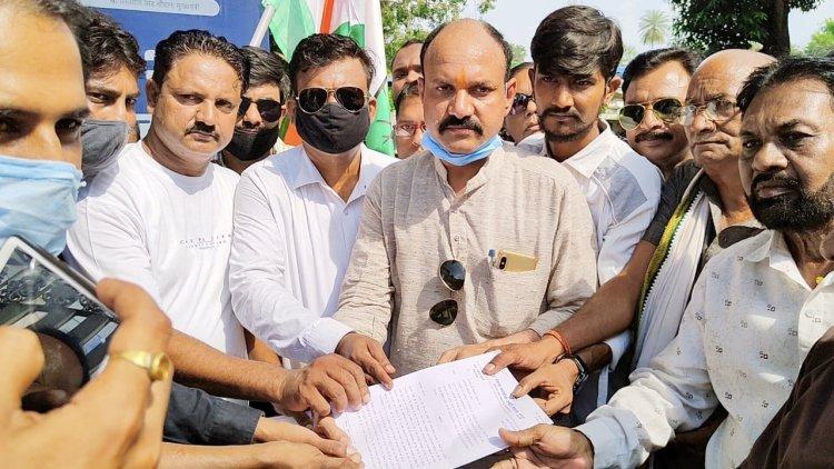 बर्खास्त की जाए यूपी की भाजपा सरकार, केंद्रीय गृह राज्य मंत्री पर दर्ज हो हत्या का मुकदमा - कांग्रेस